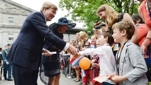 King Willem-Alexander and Queen Maxima of the Netherlands greet supporters as they arrive at Rideau Hall in Ottawa on Wednesday, May 27, 2015. (Sean Kilpatrick / THE CANADIAN PRESS)