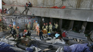Rescue workers search for survivors after an explosion at a subway construction site in Namyangju, South Korea on Wednesday, June 1, 2016. (Lim Byung-shick / Yonhap)