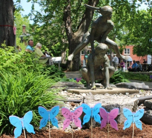 Photo of stolen bronze statue portraying two children playing leapfrog (Kingston Police)
