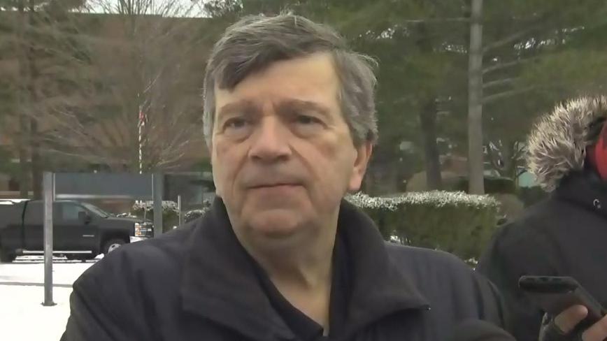 Dr. Paul Roumeliotis berbicara