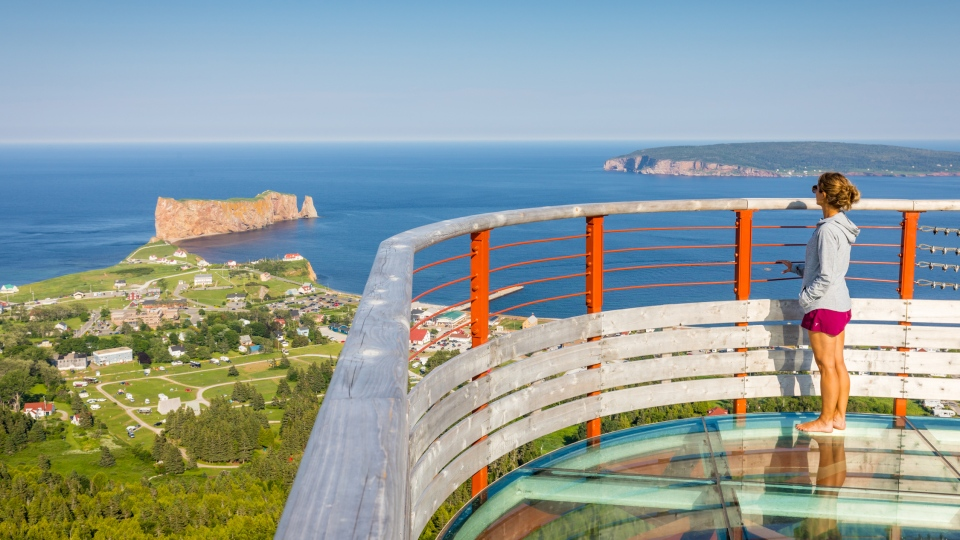 Suspended platform overlooking Percé Rock