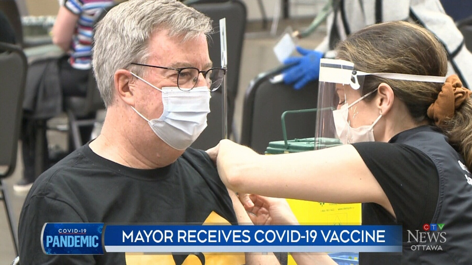 Ottawa mayor receives COVID-19 vaccine