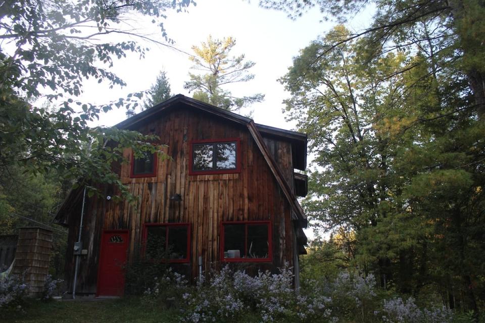 Creekside Forest Retreat